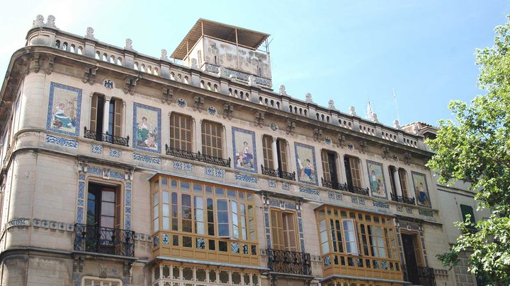 Imagen  Travel through time on the Art Nouveau route in Palma