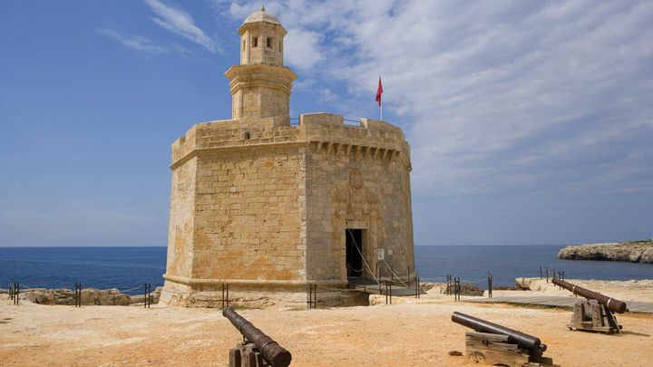 Imagen  Immerse yourself in Menorca's history and visit the Route of the fortresses