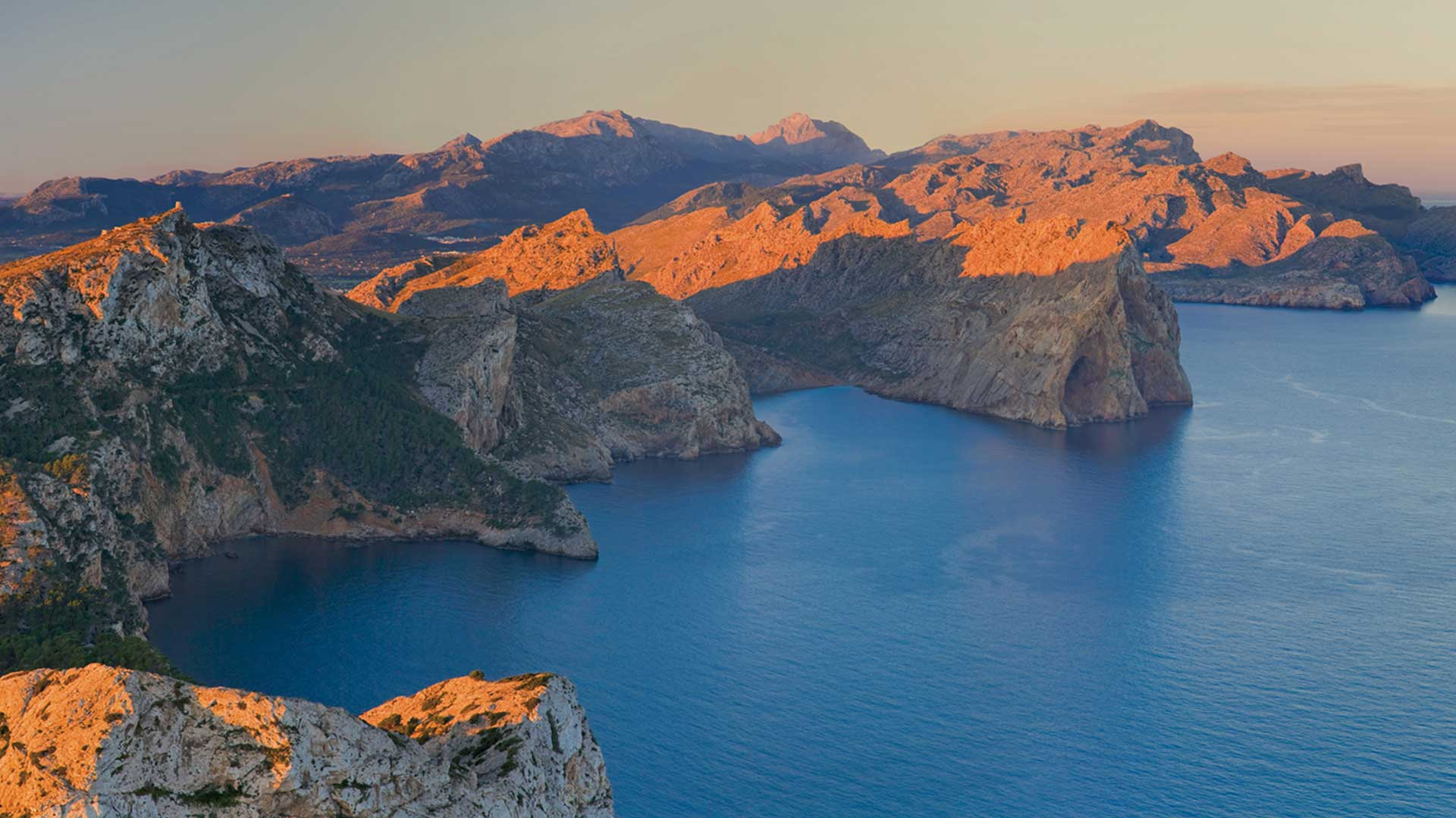 Imagen  Discover the Tramuntana mountain range, World Heritage site