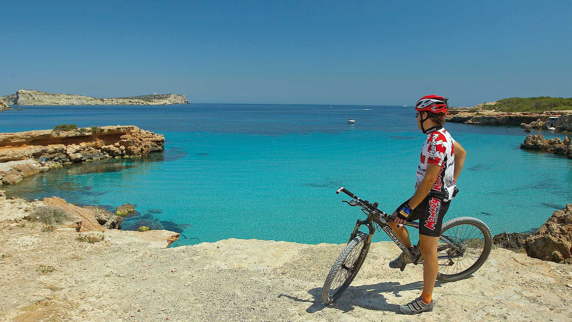 Imagen  The other face of Ibiza: with the bike