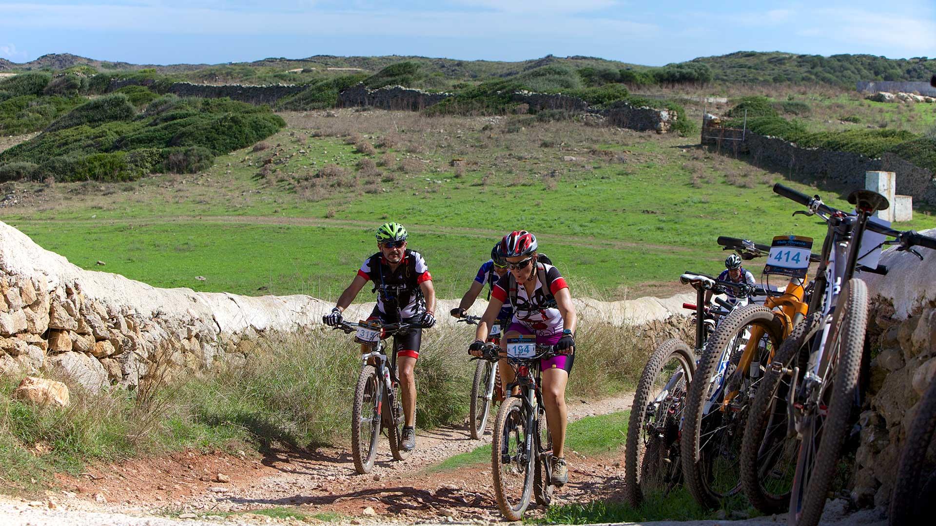 Imagen  Enamora't del paisatge rural de Menorca, amb bici