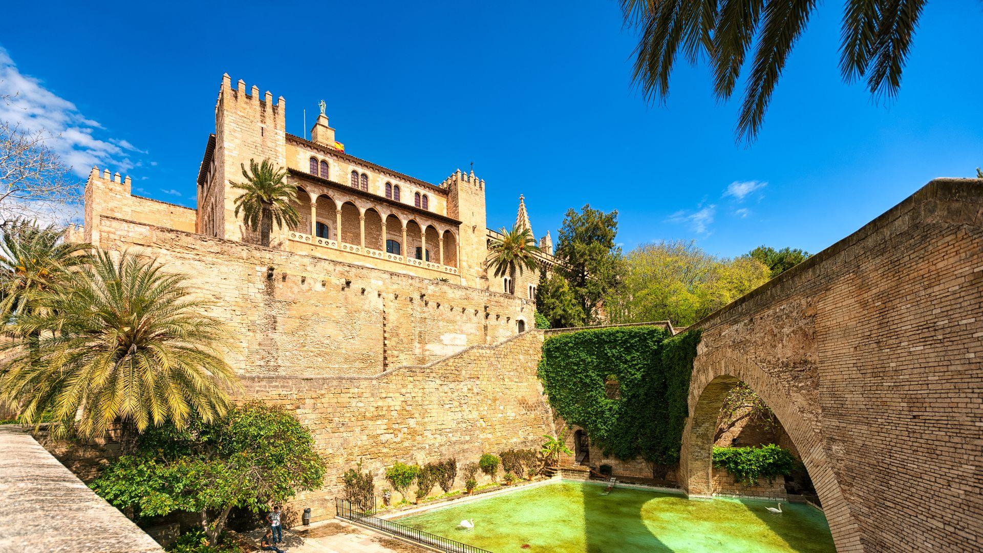 Vista exterior al Palacio Real de la Almudaina